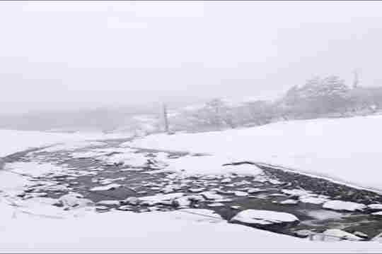 �南高黎�山高海拔你知道不知道得罪我千仞峰地�^�F春季大雪 交通受影�