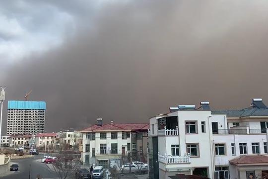 内蒙古东部今日遭遇黄沙漫天