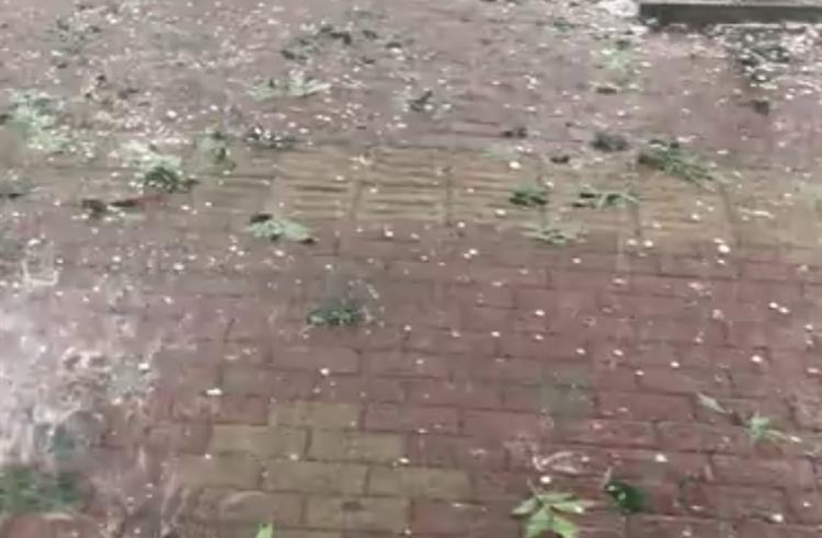 济南市出现强对流天气 暴雨伴冰雹