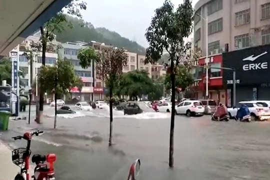 廣東陽江遭遇今年首場特大暴雨