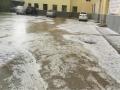 甘肃通渭连日降雹 马路如冰河