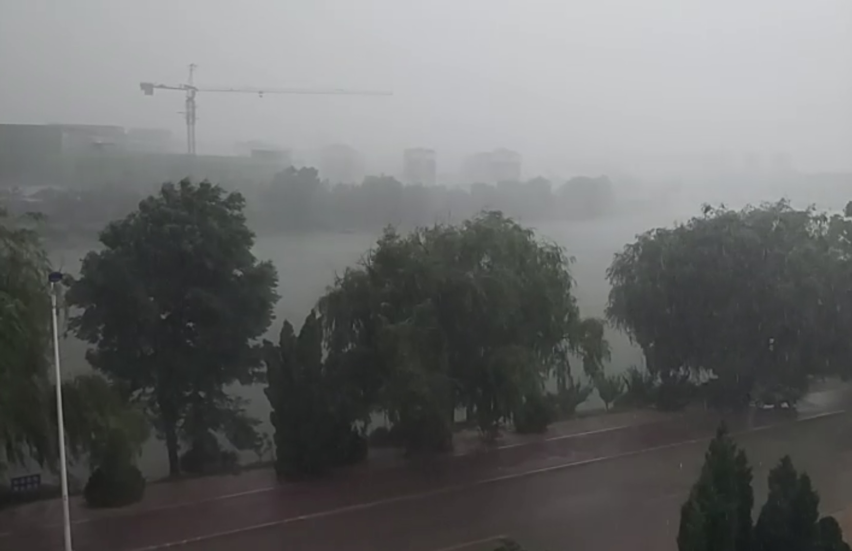 狂风暴雨突袭山东威海