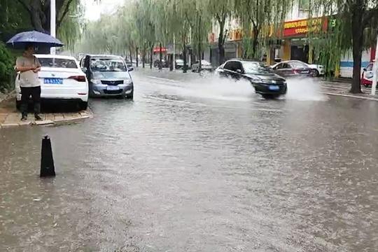 山东多地今晨遭遇短时强降水