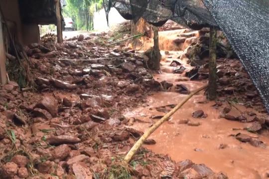 四川雅安三江村因强降雨引发泥石流