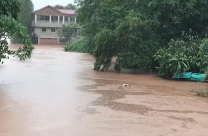 四川内江遭遇大暴雨 房屋被淹
