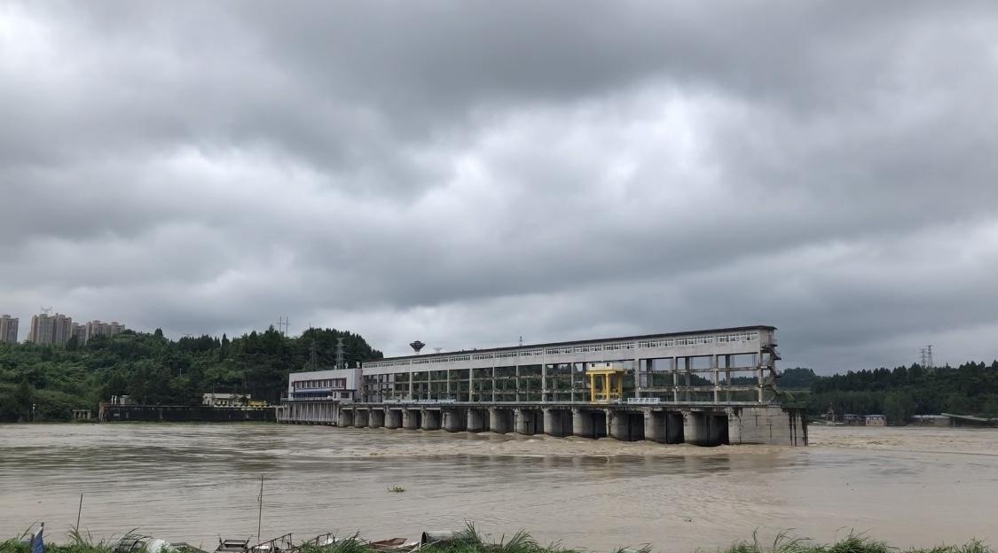 四川资阳受暴雨影响水位上涨