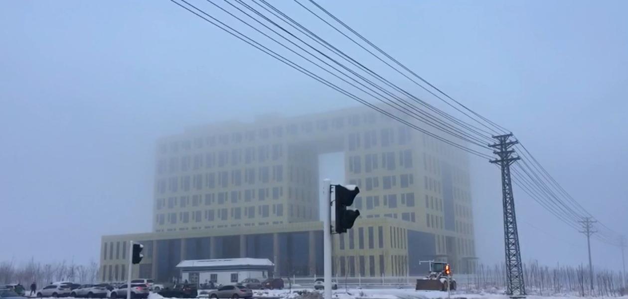 新疆阜康局地強濃霧 能見度不到50米