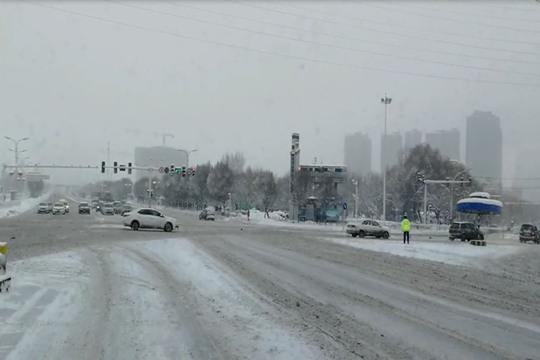新疆乌鲁木齐:迎今冬最强降雪