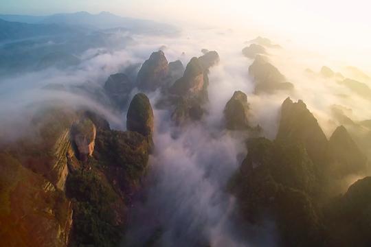 湖南崀山壮丽云海 云雾缭绕美如画