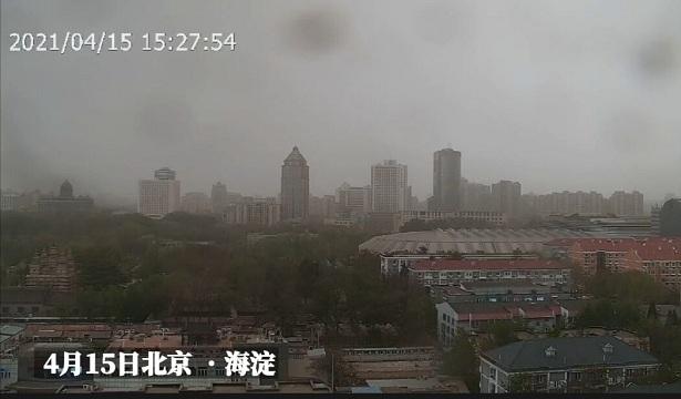 """20秒看北京天空""""变脸"""" 风沙雨雷齐聚"""