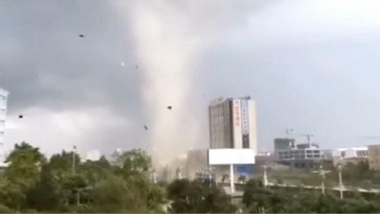 龙卷风袭击云南广南!造成房屋受损!