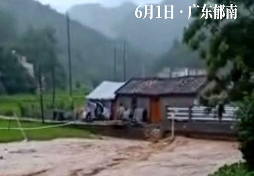 快看洪水侵袭村庄!广东郁南雨势太猛