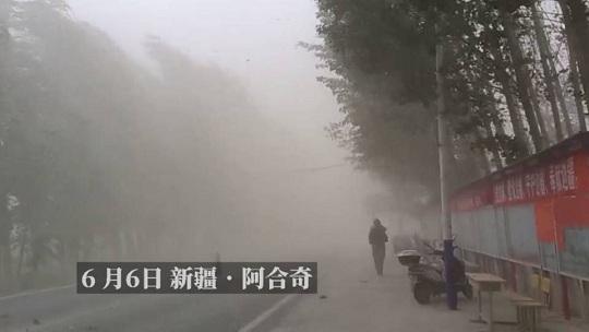 新疆阿合奇遭狂风 飞沙走石
