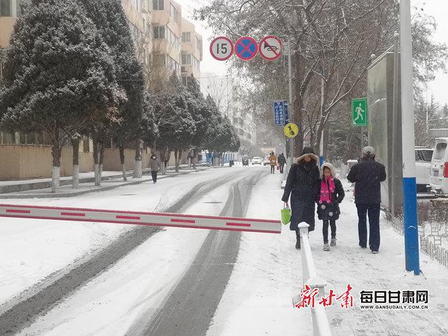 甘肃张掖以东53个县区降雪