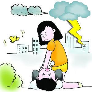 抢救雷击受伤者 人工呼吸是关键