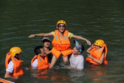 八月广西多晴热天气 清凉旅游成新宠