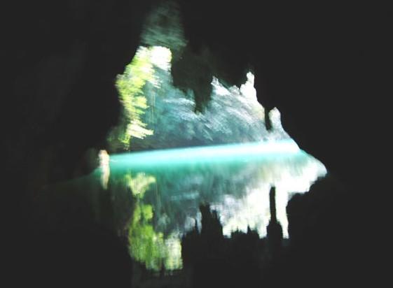 凤山三门海天窗群景区-世界唯一的水上天坑