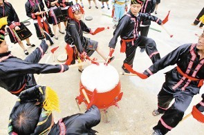 独具特色的——瑶族金锣舞