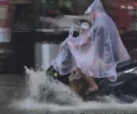 【视频】防城港暴雨致内涝