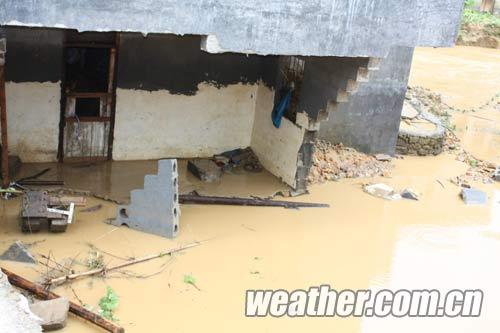 巴马县所略乡房屋倒塌