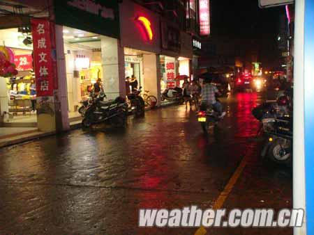 容县夜雨来袭高温暂缓
