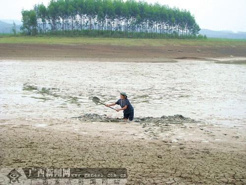 水库见底两万多人用水难 事发南宁市江南区苏圩镇
