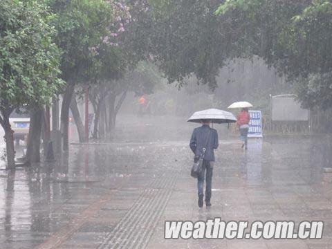 倾盆大雨的柳州