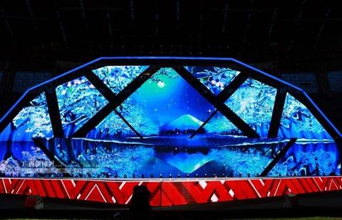 民歌节舞台设计简约,精美,富有民族特色.
