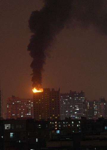 南宁一酒店楼顶起火