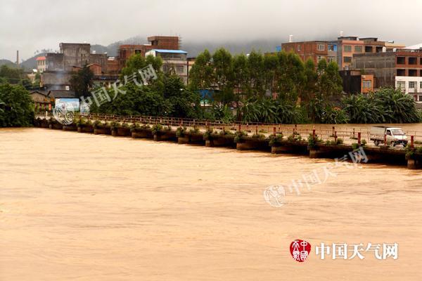 受强降雨袭击 博白受灾人口超11万