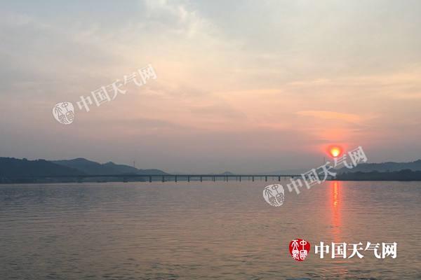 梧州持续晴热 泗洲岛夕照迷人