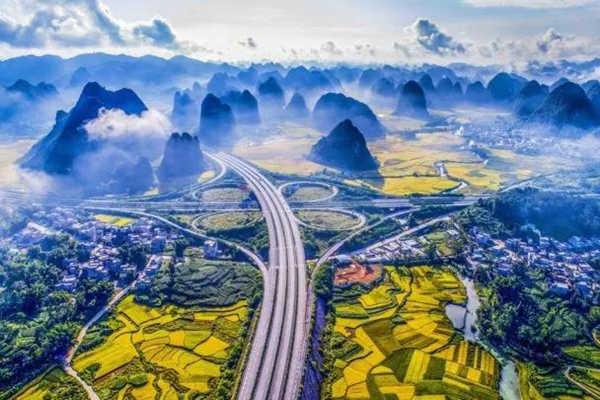 """广西这条公路火到国外外媒惊呼""""世界最美"""""""