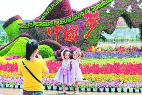桂林街头花团锦簇成亮点