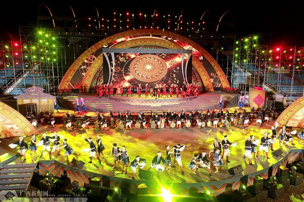 河池铜鼓山歌艺术节开幕