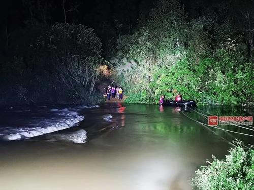 防城港20人被山洪围困