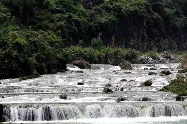 广西 广西站专题 环广西 沿途景点 柳州鹿寨桂林  简介: 柳州响水瀑布