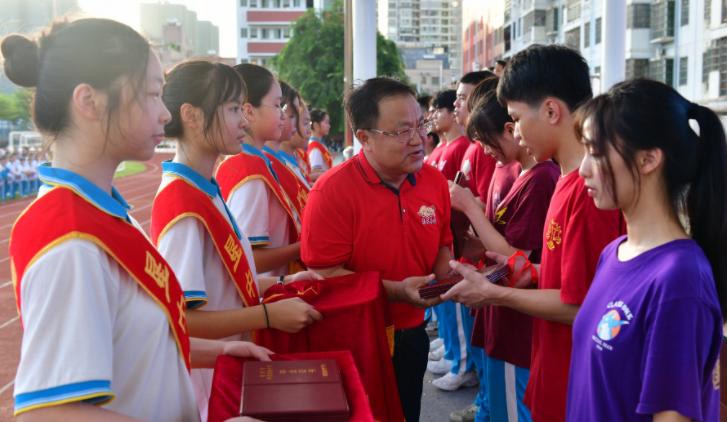 海南省农垦中学高三学子深情致谢老师、父母、保安、校医……