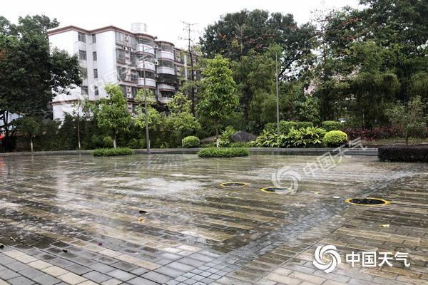 广东多地出现大到暴雨 强降雨提前闹元宵