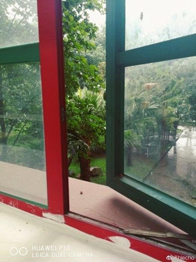 四川强降雨来袭成都等局地暴雨 气温下滑凉意显