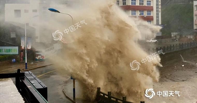 """超强台风""""利奇马""""登陆浙江温岭 航班大面积延误高铁停运"""