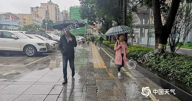 重庆遭暴雨侵袭 明天阳光将短暂