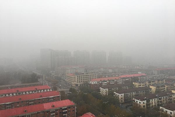 河北拉响大雾红色预警 未来三天雾和霾影响大