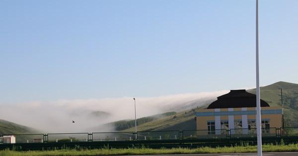 骤如行云流水   涌似浩渺清风