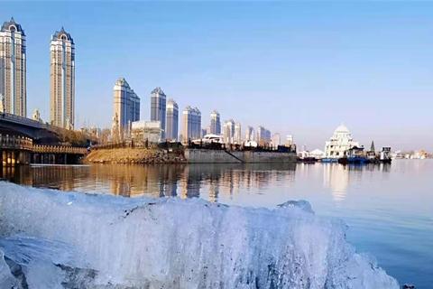 哈尔滨市气象台 4 月 7 日 8:00 发布大风蓝色预警信号