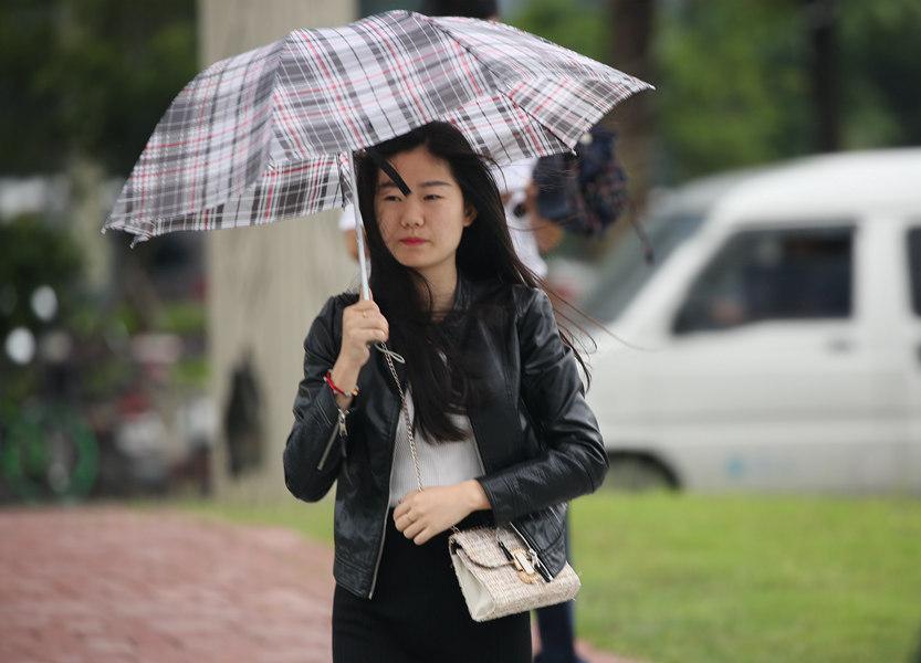 南昌周末持续小雨 气温下降