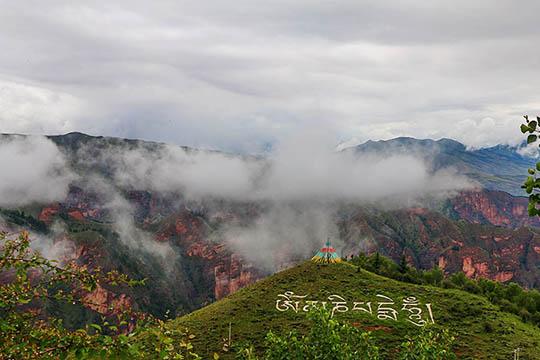 青海坎布拉:雨后云雾缭绕 宛如仙境