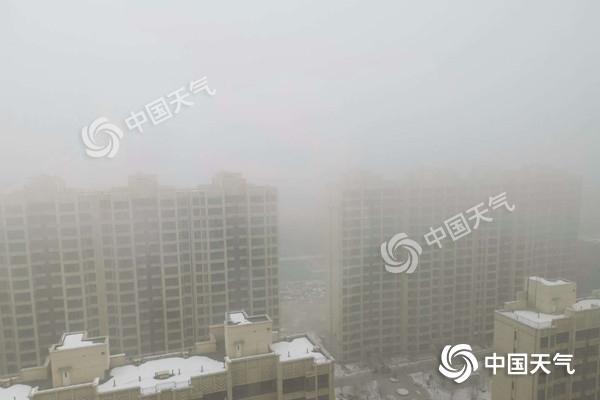 内蒙古大雾锁城 呼市局地能见度
