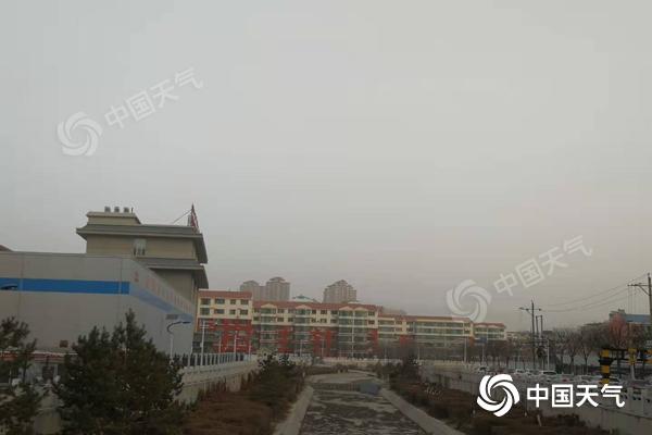 今日内蒙古中西部风沙不止局地空气质量严重污染