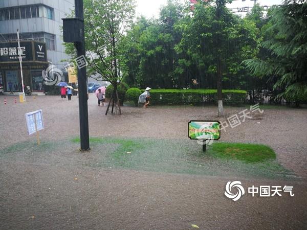 自贡遭遇短时强降水 城市内涝明显