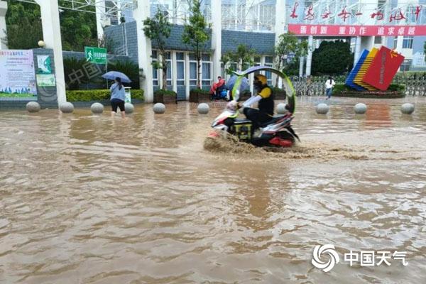 攀枝花米易县遭受强降雨袭击 导致部分乡镇受灾